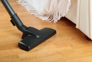 Vaccum hardwood floor